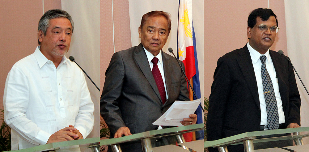 The project launch was led by the CCC Commissioner Heherson T. Alvarez (center), who spoke on behalf of the CCC. With him were Dr. Gil C. Saguiguit, Jr., SEARCA Director, who welcomed the participants to the event, and Dr. Ancha Srinivasan, who spoke on behalf of the ADB.