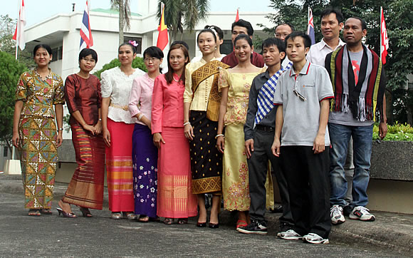 40-southeast-asians-awarded-searca-graduate-scholarship