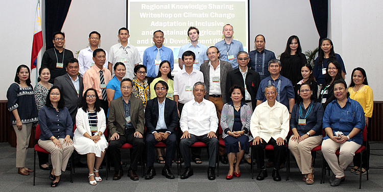 The participants and organizers of the Regional Knowledge Sharing Writeshop on CCA in ISARD pose for posterity.  Photo includes Dr. Gil C. Saguiguit, Jr., SEARCA Director, at the center, front row; to his left, Commissioner Naderev M. Saño of the Climate Change Commission, Philippines; and Dr. Rodel D. Lasco, Scientific Director of OML Center. Dr. Percy E. Sajise, SEARCA Senior Fellow and Technical Coordinator of the writeshop, is third from the right, front row.