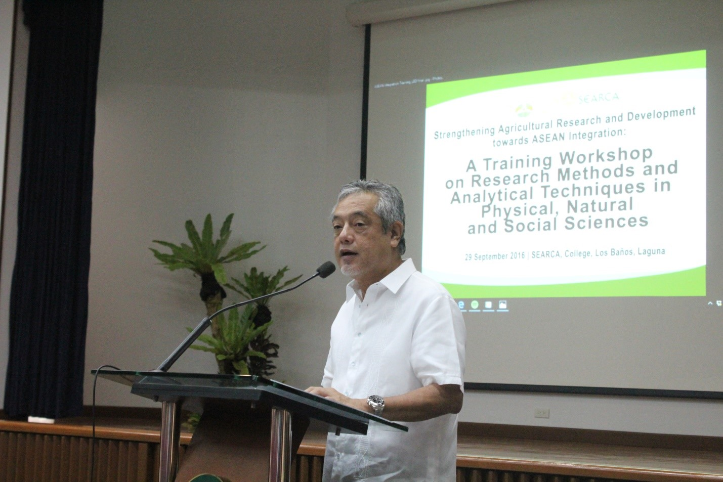 Dr. Gil C. Saguiguit, Jr., SEARCA Director, delivering his welcoming remarks during the training
