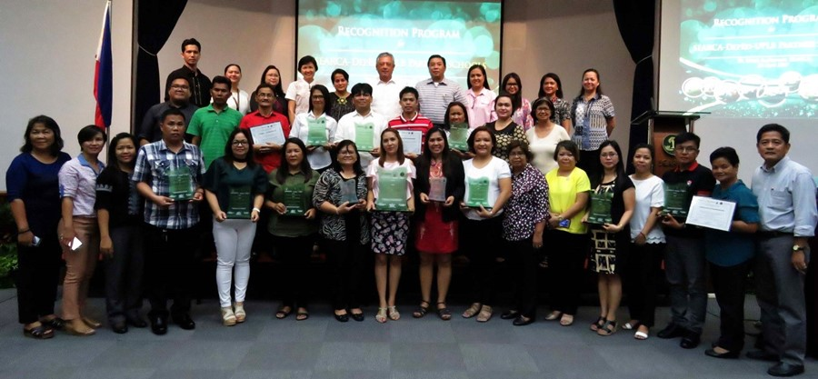 Awardees of the SEARCA-DepEd-UPLB School and Home Garden Project